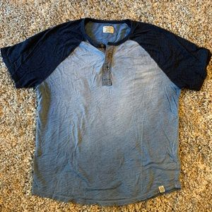 Light Worn Navy Ombré Lucky Brand T-shirt!